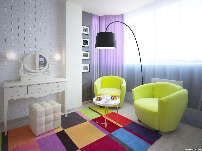 Яркий ковер в гостиной